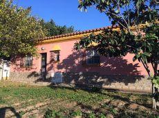 Chalet con porche, jard�n, garaje, huerto y pozo