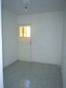 Zona hospital, 2 dormitorios, sin armarios empotrados, vac�o