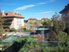 Piso con piscina situado en urbanizacion