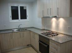 Piso de 85 m2. 4 h. Ba�o completo y cocina independiente equ
