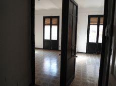 Piso c�ntrico de 100 metros y 4 habitaciones por 450 euros.