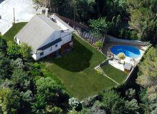 Casa con piscina y terreno de 1000 metros en Caldes