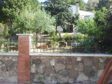 Casa muy bien situada en calle eucaliptus 40 vallserrat