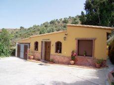 Casa de campo reformada al estilo andaluz