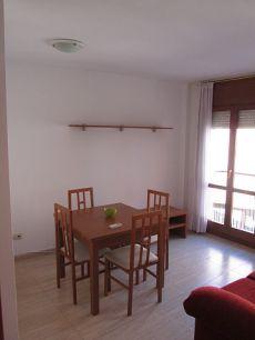 Se alquila piso de 46 m2, 2 habitaciones, amueblado y semi n