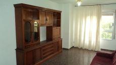 Alquilo piso de 3 habitaciones, amueblado y con ascensor.