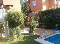 Bonito pareado, calidades, s�tano, jard�n, piscina propia