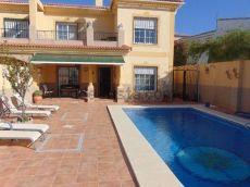 Chalet con piscina, terrazas, garaje de 60 m2, 950 euros