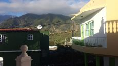 Alquiler de casa de 2 hab. , balc�n, terraza, lavadero.