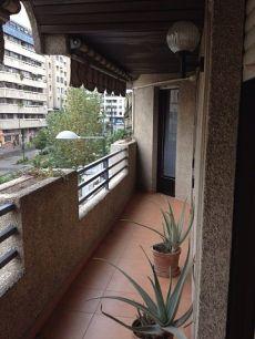 Alquilo gran piso en el centro de Granada. Para entrar.