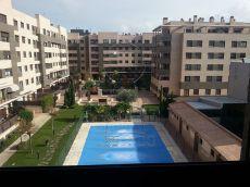Vivienda en urbanizacion con piscina y zonas deportivas