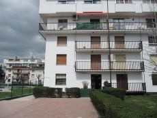 Piso 85 m, 3 dormitorios, terraza, gas natural, bien situado