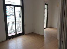 Precioso piso reformado de 4 habitaciones en Raval