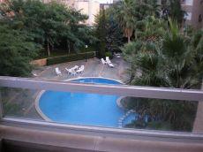 Piso de buenas calidades en urbanizacion con piscina