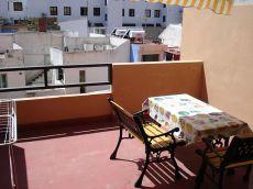 Estudio centrico, bien decorado, con terraza, soleado.