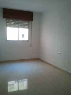 Piso de tres dormitorios y dos ba�os sin amueblar en Vialia