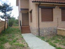 Carbajal de la legua, pareado, jardin, seminuevo
