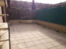 Piso bajo con patio y garaje
