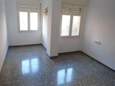 Piso de 4 hab 1 ba�o y 1 aseo sin muebles por 450 euros