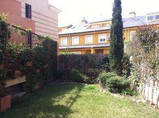 Vivienda unifamiliar esquina, amueblada jardin ind y piscina