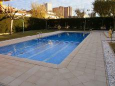 Piso 3 hab sin muebles con pk. Y Zona Comunit con piscina
