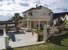 Hermosa amplia espectacular villa con parcela