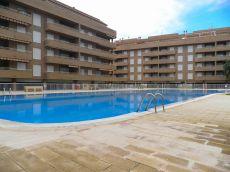 Urbanizaci�n con piscina dentro del casco urbano