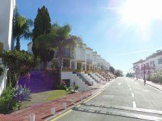 Casa situada en urbanizaci�n junto a la playa. Guadalob�n