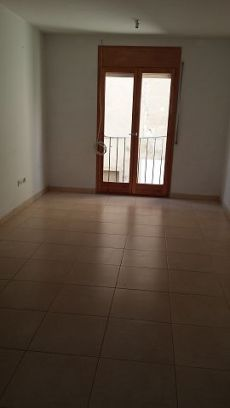 Se alquila piso en Sant Pere de Torell�