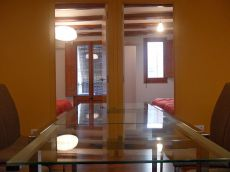 Fully serviced 2 bedroom apartment 5 mins from Las Ramblas