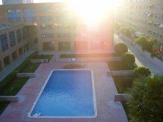 Zona comunitaria con piscina y parking