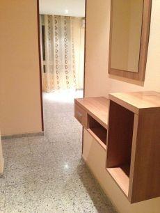 Piso 3 dormitorio vacio con cocina amueblada