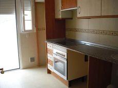 90 m2, piso bajo alto, 2 patios, 3 habit. , 2 ba�os.