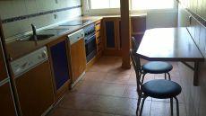 Piso de tres dormitorios y dos ba�os, amueblado, trastero