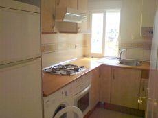 Exterior, 3 domitorios, cocina equipada, resto sin muebles
