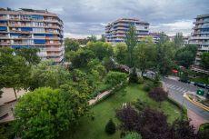 Piso de 120m, 4 habitaciones, 2 ba�os en zona ajardinada,
