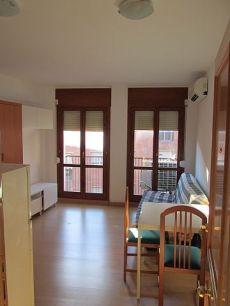 Es lloga estudi de 23 m2, 1 habitaci�, moblat i semi nou