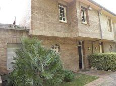Gran casa pareada en una urbanizaci�n residencial en alella