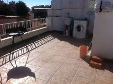 �tico en alquiler sin amueblar y con terraza
