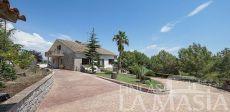 Espectacular chalet con gran piscina y jardines