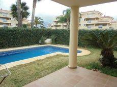 Chalet con piscina y jardin privados.