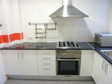 Piso de 86 m2. 3 h. Cocina independiente ba�o y aseo
