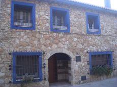 Casa de Piedra en el centro del pueblo, con piscina
