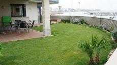 Apartamento con jardin privado frente al mar