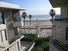 Estupendo piso en primera linea de playa.