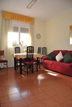 �tico de 3 habitaciones, amueblado en Av. Madrid