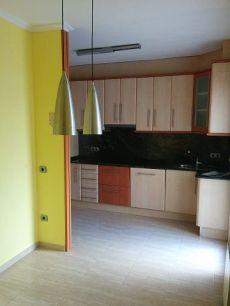 Alquilo piso sin muebles, 3 h. , muy centrico, economico