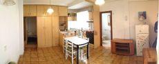 Apartamento Gros, a patio, luminoso, cocina americana.