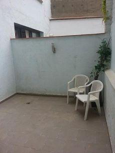 Piso exterior de 2 habitaciones amueblado con teraza de 15 m
