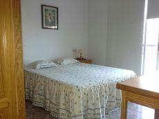 Se alquila piso de 2 dormitorios, gastos incluidos